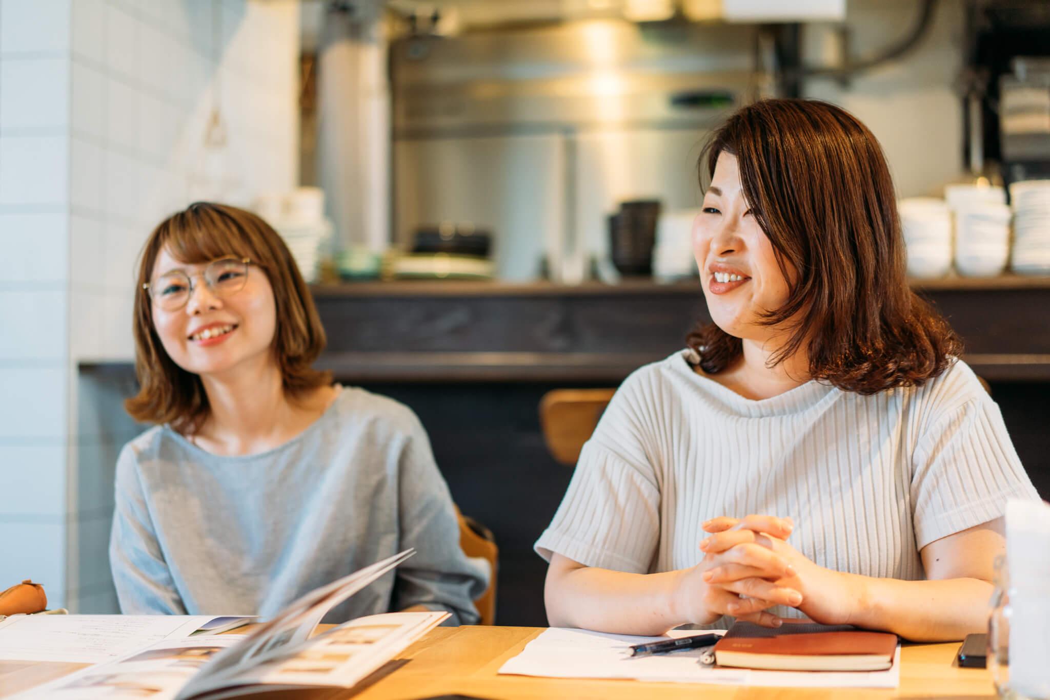お話を聞かせていただいたのは、マーケティング事業部の大竹明日花さん(写真左)と、リーシング事業部の高畑佳身さん(写真右)。