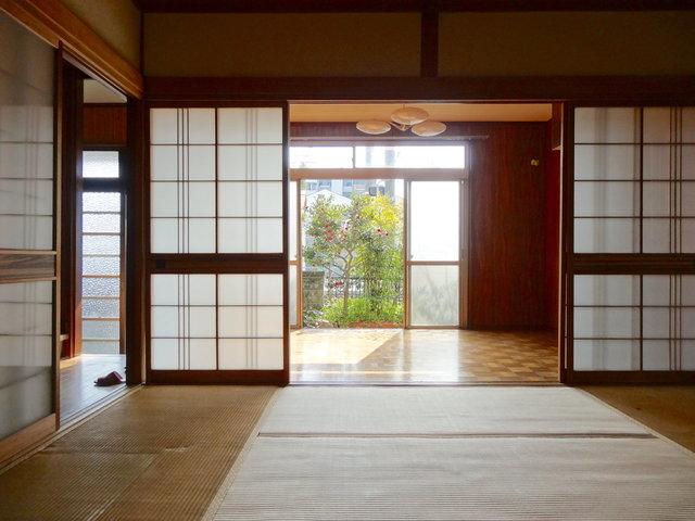 現在、ビフォアの状態ですが、立派な日本家屋という感じでいいですよね〜