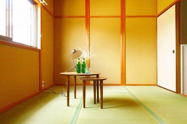 2階はあえて1室、畳の部屋を残しました。お客さんが来たときに便利なんですよね〜