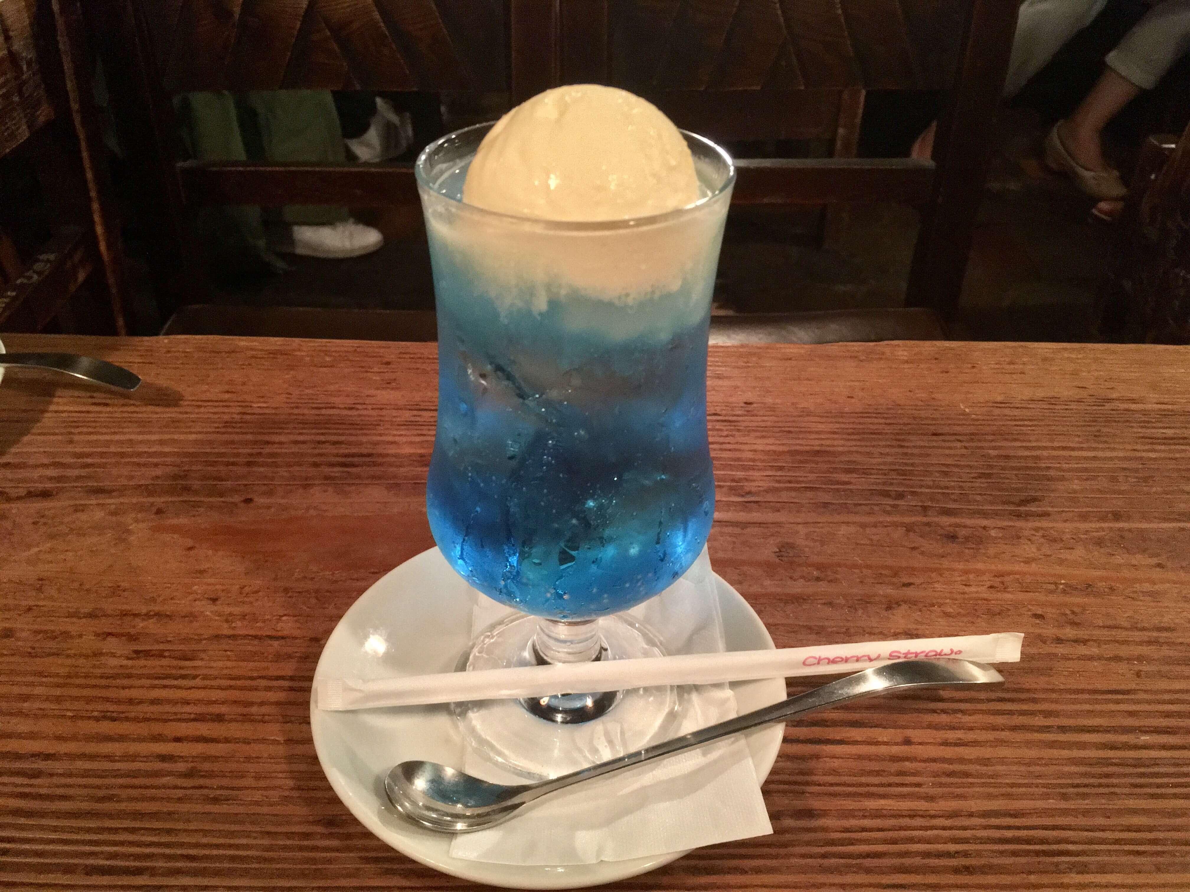 虹色のクリームソーダを求めて、老舗喫茶さぼうるへ(クリームソーダ調査隊 Vol.1)