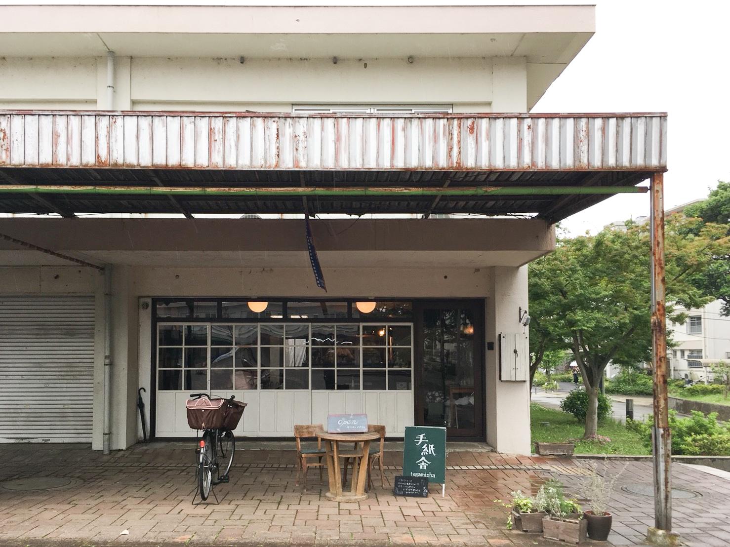 手紙舎本店があるのは、調布市の神代団地商店街の一角。