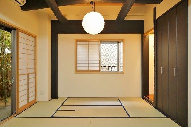 1DK、6畳の居室部分は潔く、全面畳です。