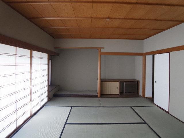 こんな感じのお座敷が、3つもついてますよ。ルームシェアとかしてみたい。