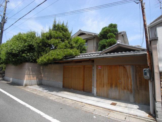 畳といえば、こういうの期待してる方もいらっしゃるでしょ。いきますよ、京都のゴージャス古民家です。