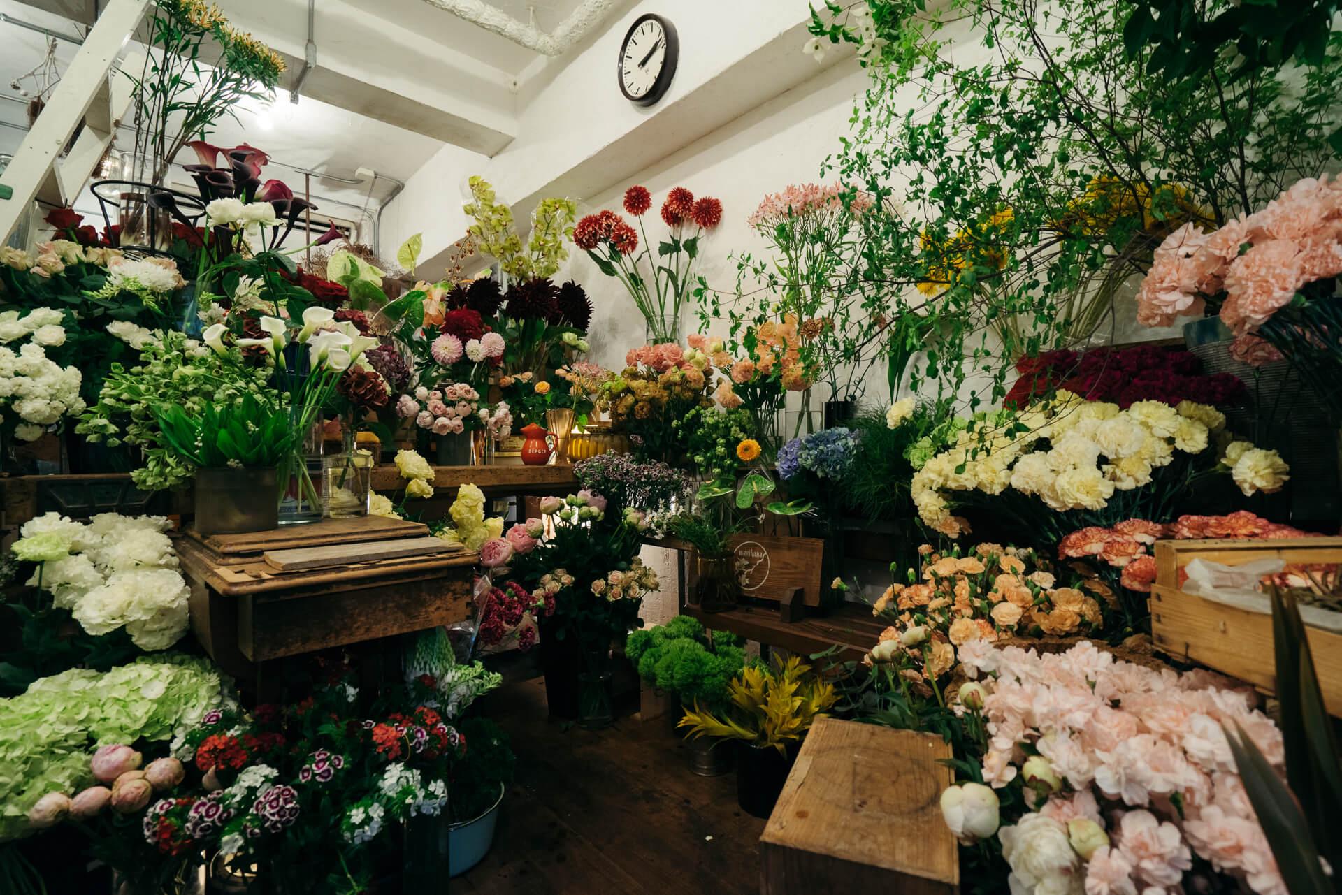 駅前には素敵な花屋さん。頼りになる、街の花屋さん『ムギハナ(東京・代々木上原)』