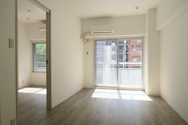 人気エリアでも探せばあるもんです。築52年の大型ヴィンテージマンション。室内はシンプルにリフォーム済み。