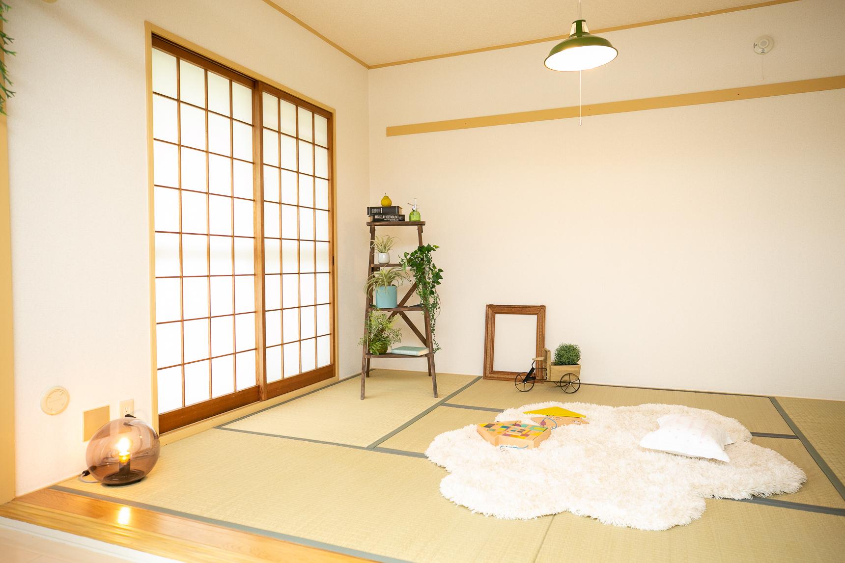 リビングの隣にある和室は、子どもが遊んだり、お昼寝したりに便利そう