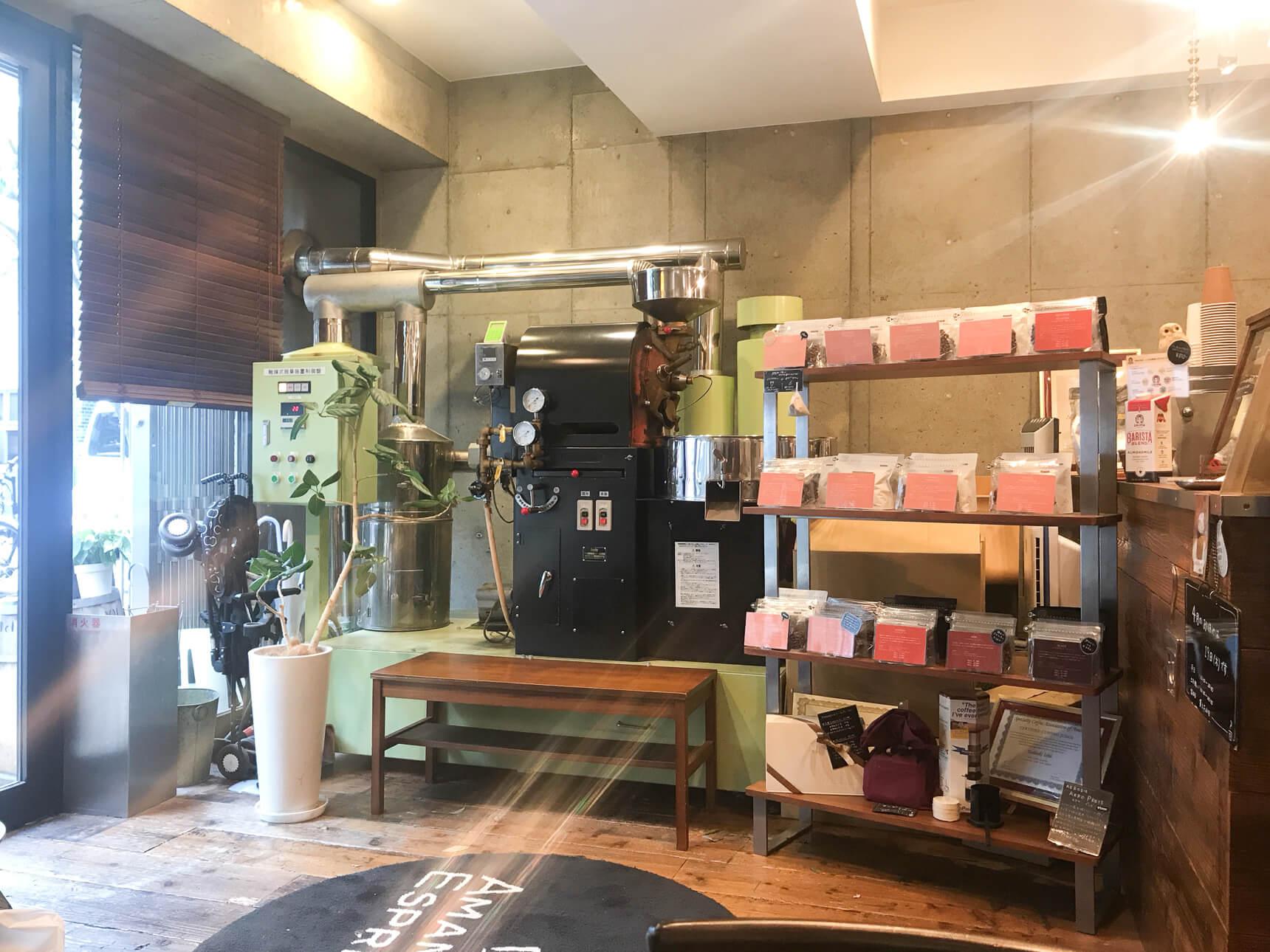 AMAMERIA では、碑文谷にもう1店舗、コーヒーロースターがあるのですが、武蔵小山のこちらの店舗の中にも大きな焙煎機がありました。