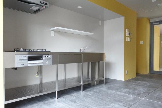 2017年築のデザイナーズマンションに空きが出ました。みてください、このおしゃれなキッチン。これぞ本物のデザイナーズ。