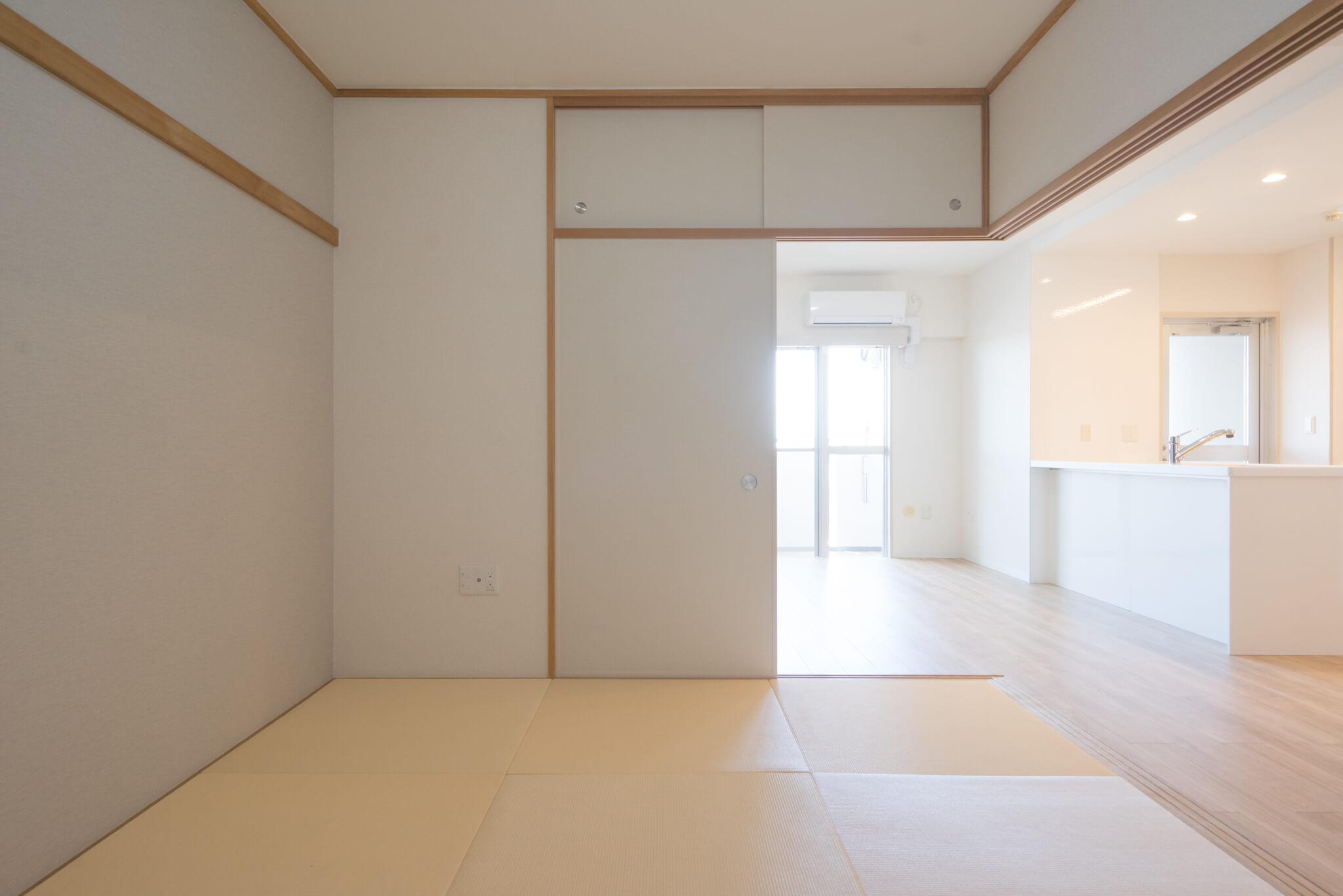 キッチンで作業をしていてもしっかり目の届く位置に、ちょこっと畳のスペース。