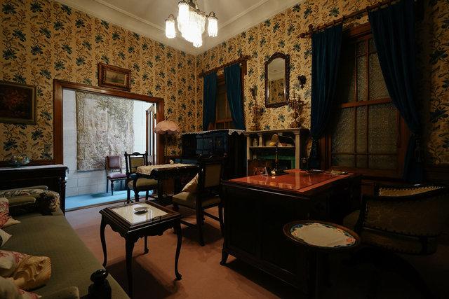現状はヴィンテージな家具がたくさん置かれていて、ミステリーの中の世界のような雰囲気です。このままでの貸し出しも可能ですが、費用オーナー負担での内装リノベーション、ご相談に乗ります。