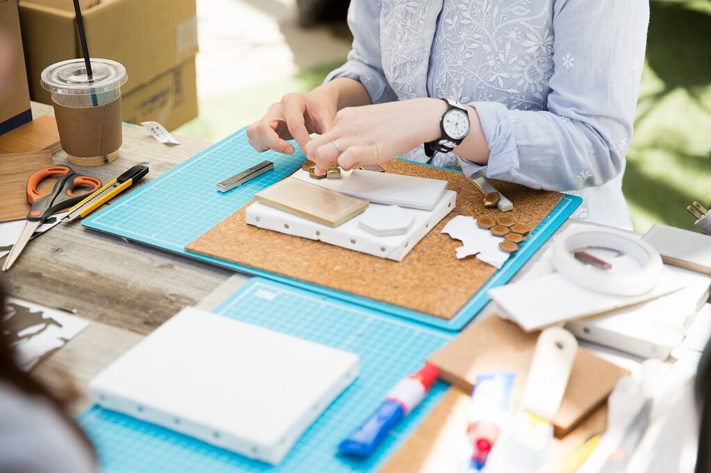 ワークショップも充実。個人的に気になっているのは、シェアハウス運営者のリビタさんが予定している建材を使って小物を作るワークショップ。