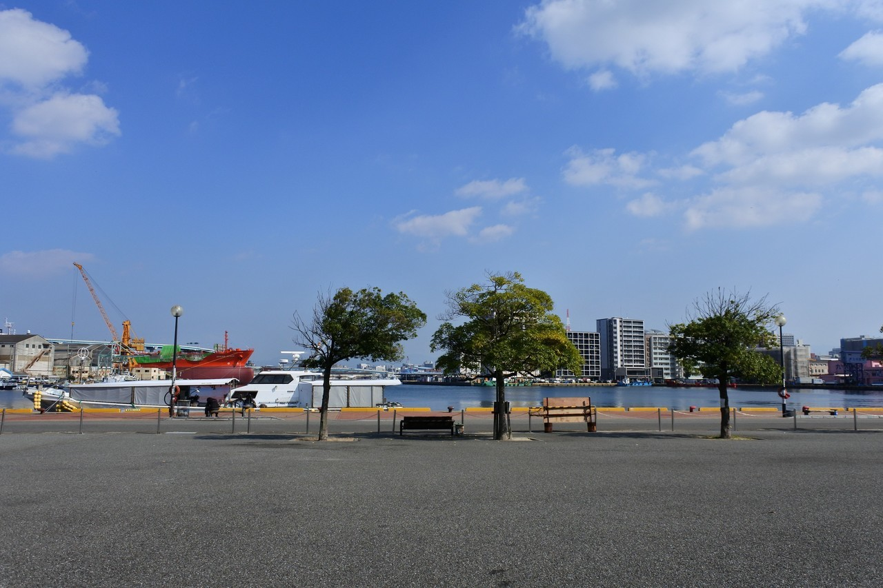 桜の名所の西公園や、海も近い!駅の北側で探せば、ウォータービューなんていう物件も出てきます