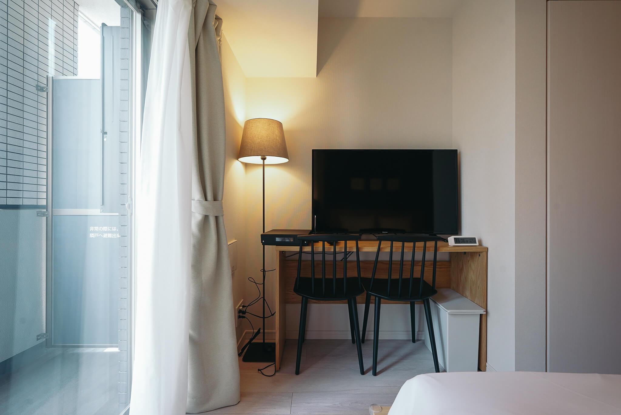 デスクワークスペースも用意。仕事に集中したいときは、自室はもちろん、シェアオフィススペースも利用できます。
