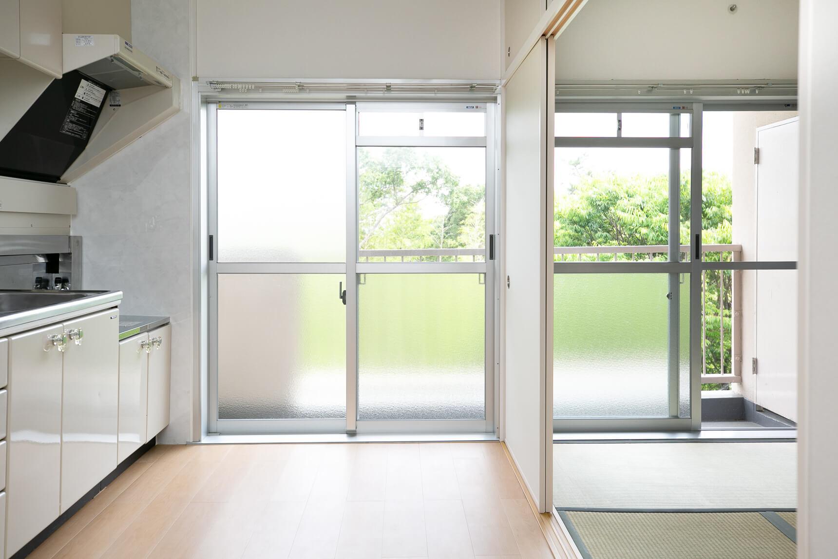 家賃を抑えて、賢く暮らしたいひとにはこのお部屋を。北摂エリア、ふたり暮らしも可能な間取りで5万円以下というのは大きな魅力です。このお家賃で、水回りの設備は全てリニューアルされているので、団地初心者の方でも安心。