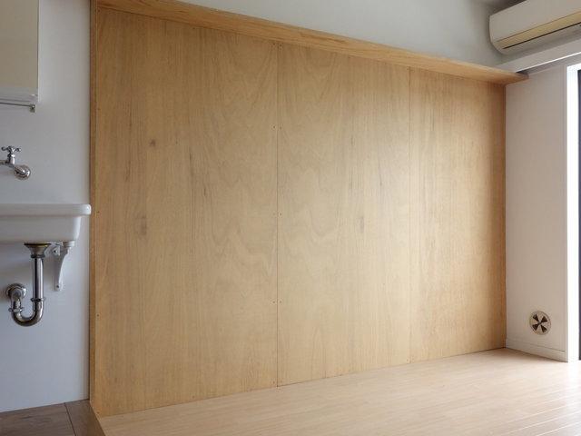 合板が貼られているので、釘もしっかり打てます。塗るもよし、木や壁紙を貼るもよし。腕がなりますね。