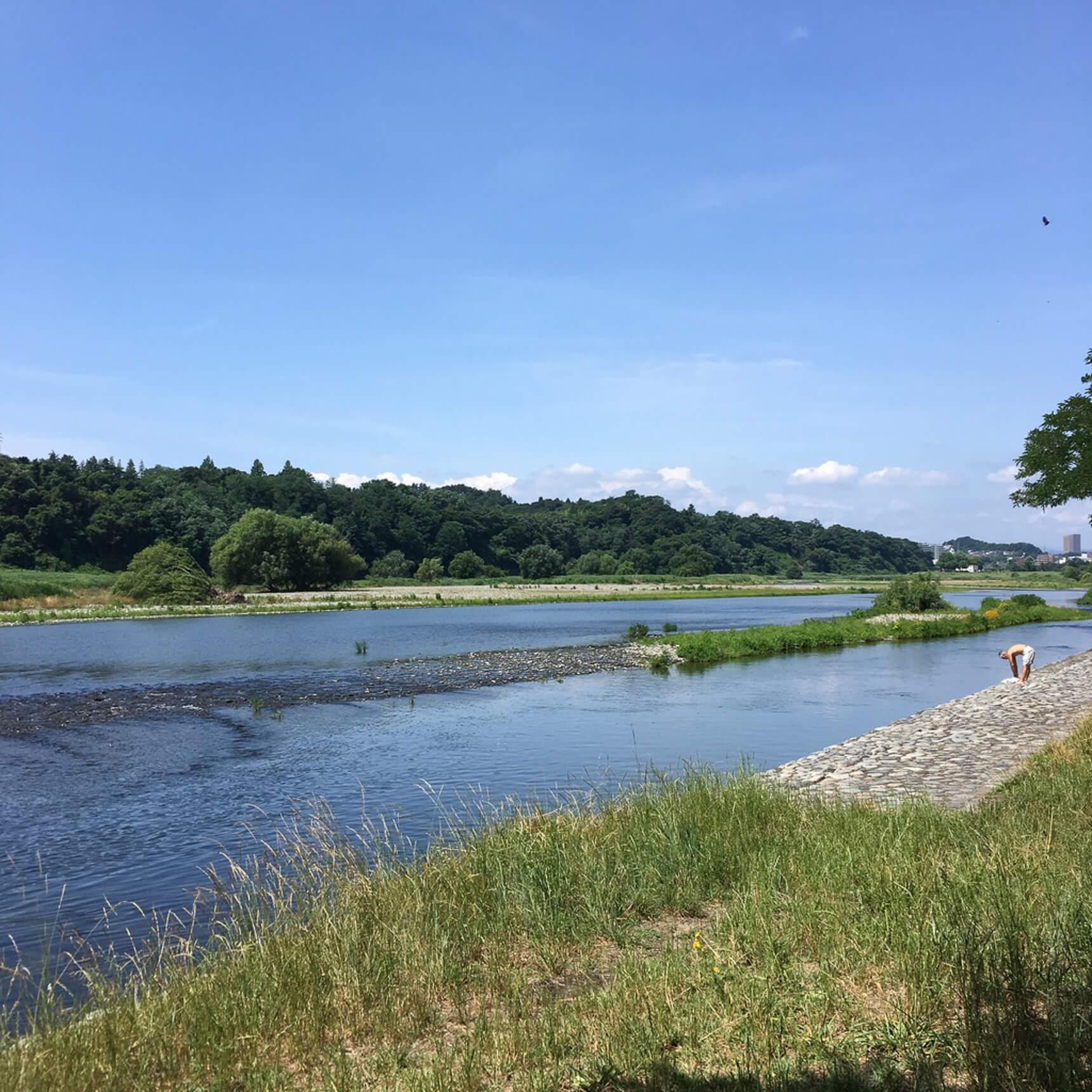 多摩川の流れが気持ちいい!ちょっとした水遊びや、釣りも可能です。