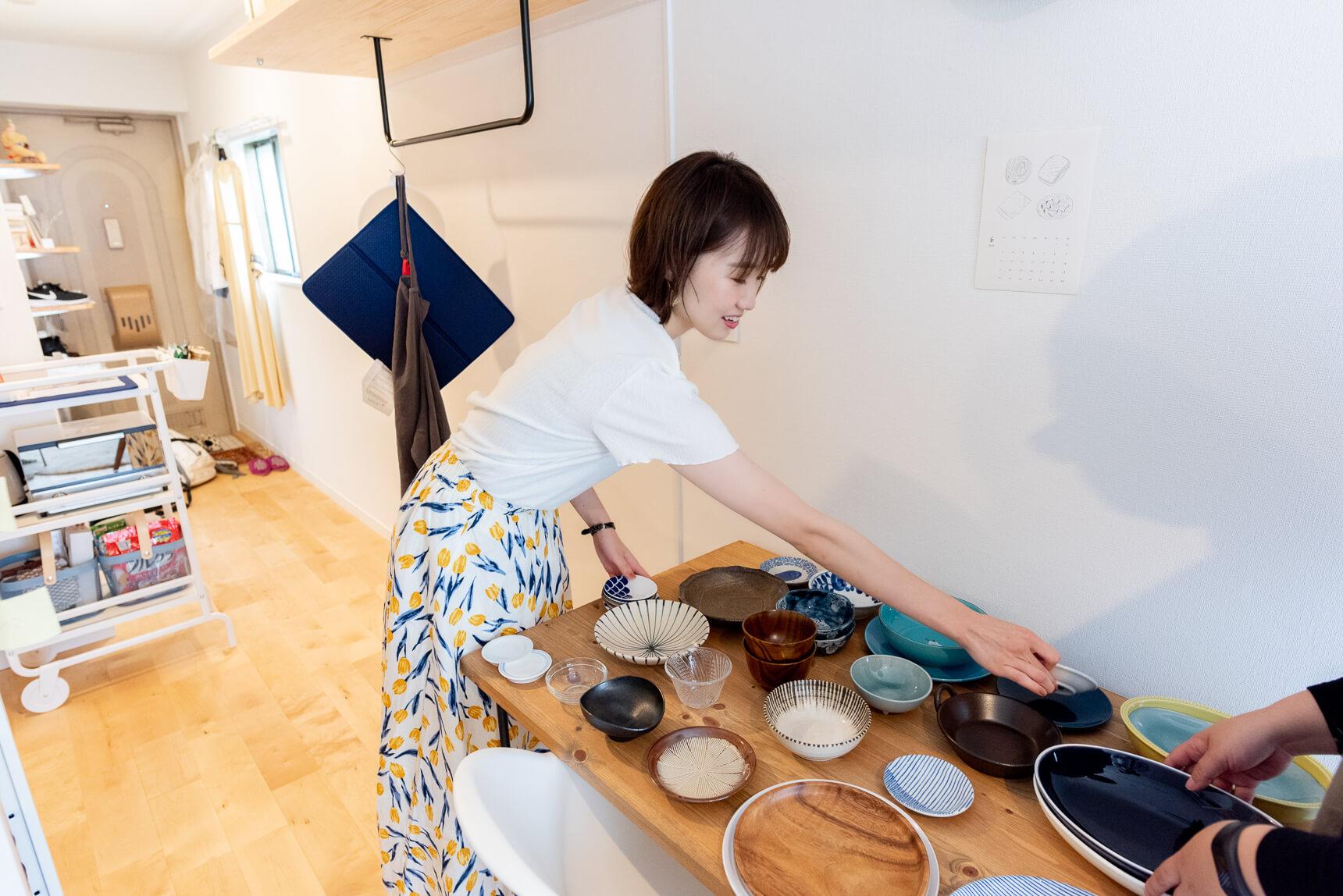 恒例の「集めている/集まっちゃったものを並べてもらう」。そういうもの何かありませんか? とお願いしたところ「お皿……ですかね?」とのこと。さすがだ。