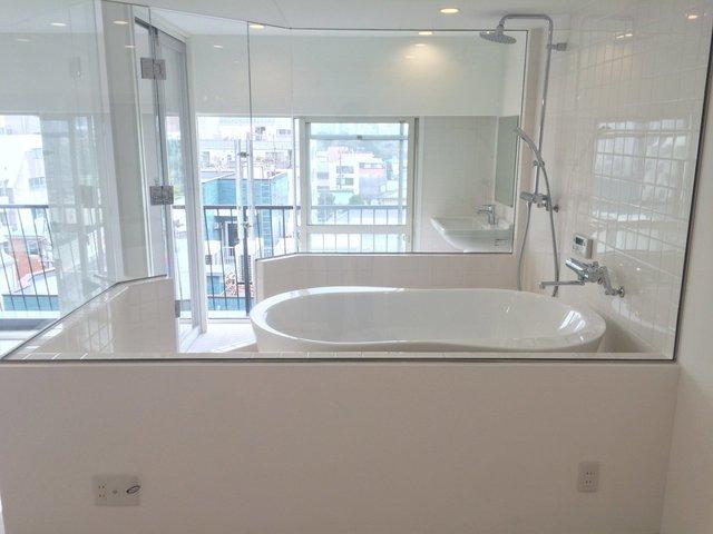 最高の「ひとっ風呂」を日常に。1日の疲れを癒すゆったりバスルームのある部屋特集