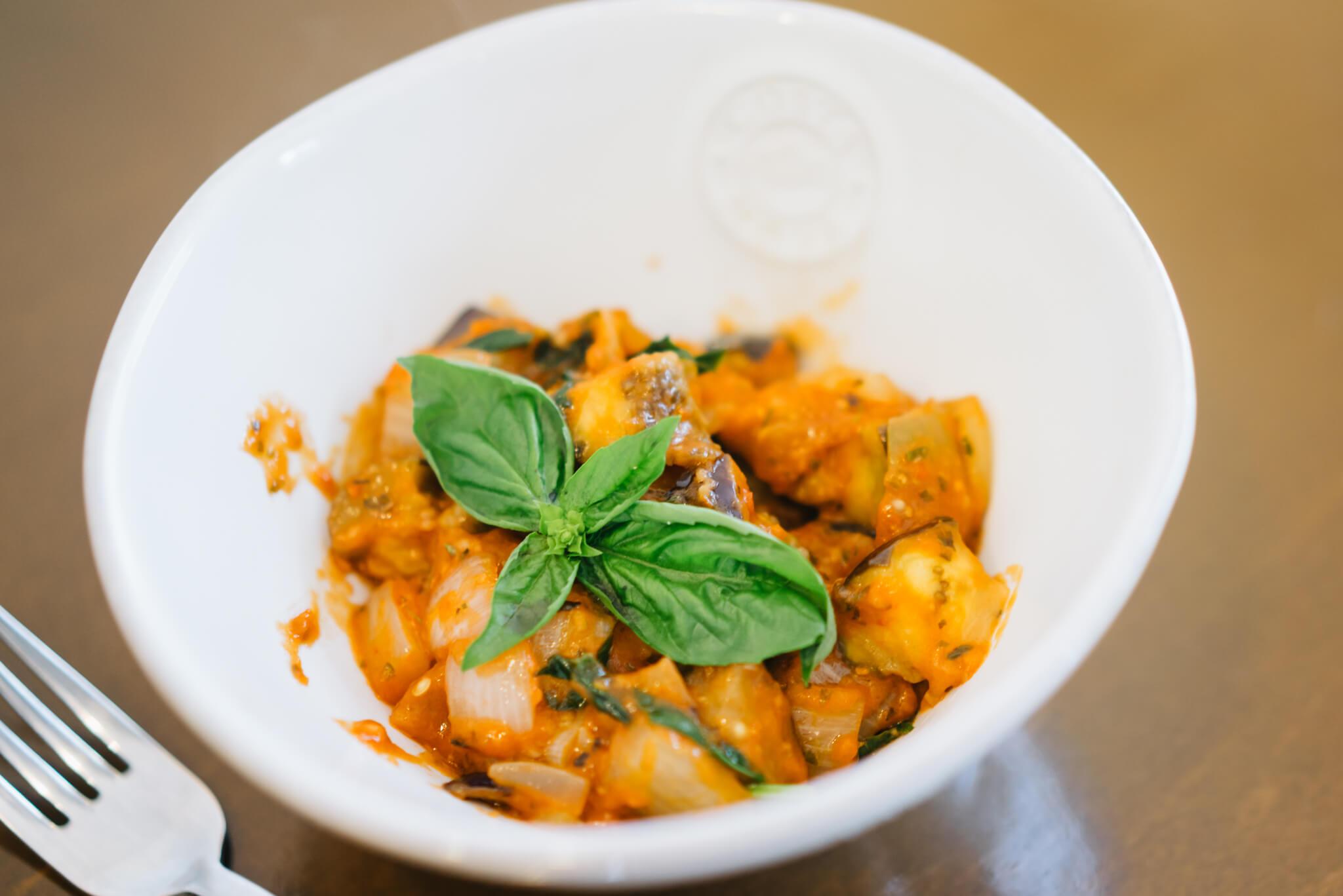 同じく、茄子を使ったイタリア料理「カポナータ」の試食をさせていただきました。畑でさっきまで美味しそうに実っていたことを知っているから、みずみずしさが全く違います。