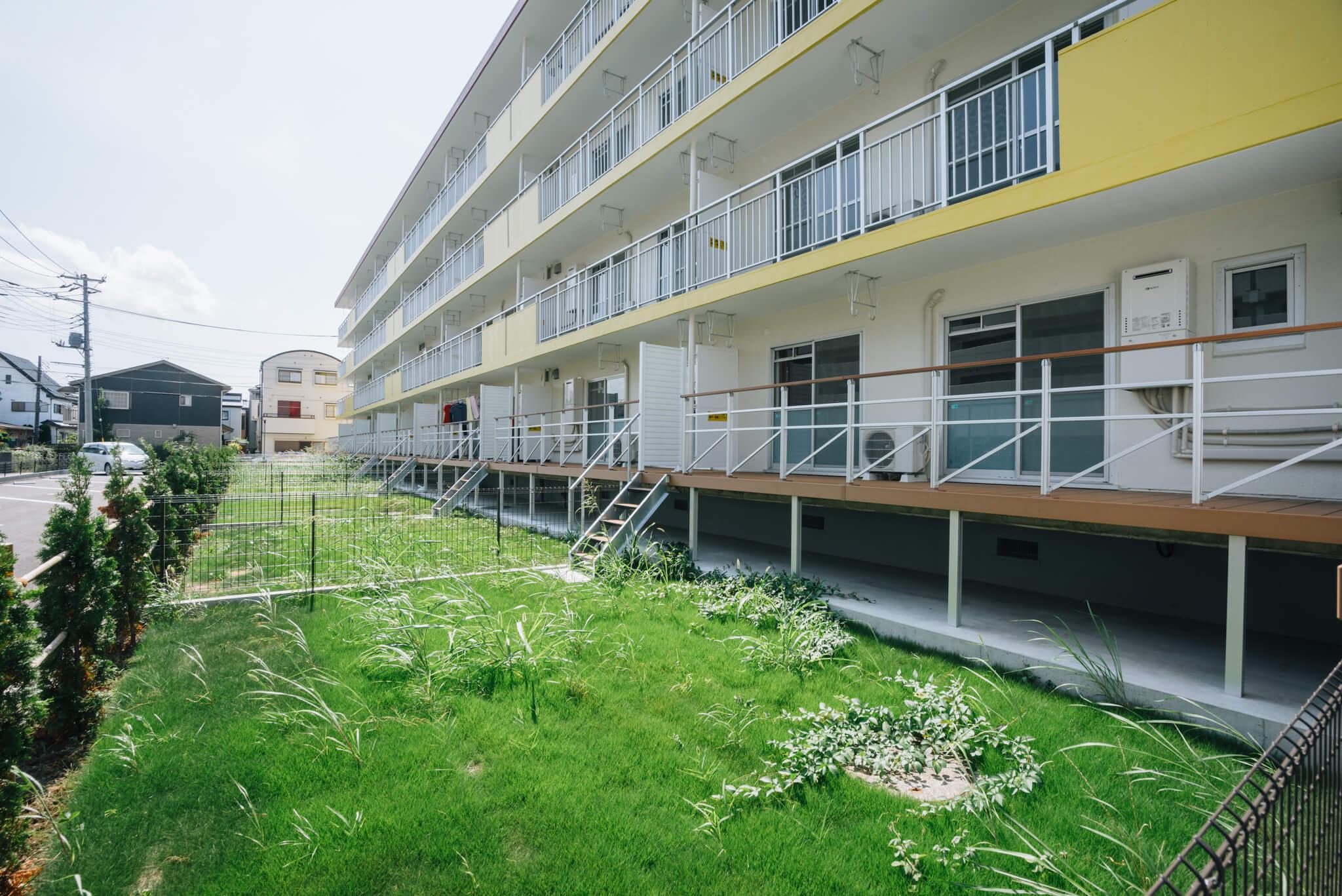 1号棟の1階は、専用庭付きの住戸。
