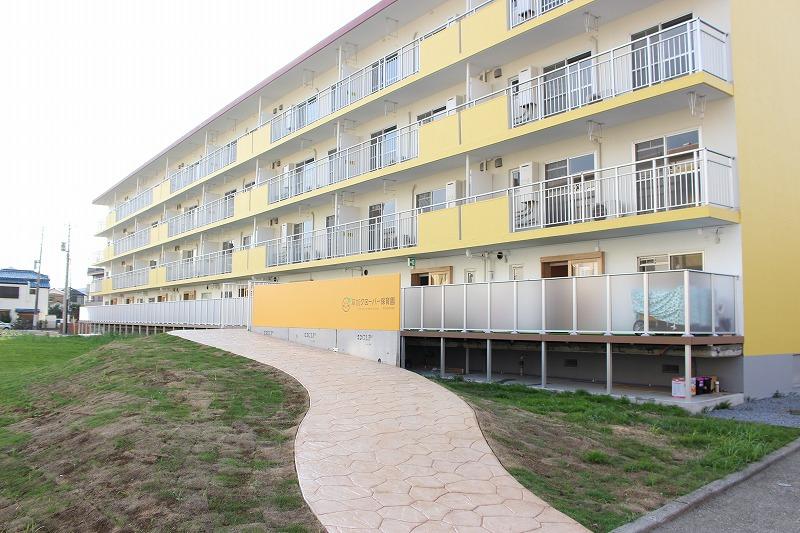 2号棟の1階は、8部屋を利用してクローバー保育園が開園しています。入居者さんは希望があれば優先して入園できるとのこと。自然と、近隣の方とも仲良くなれそうな仕組みがいいですね。