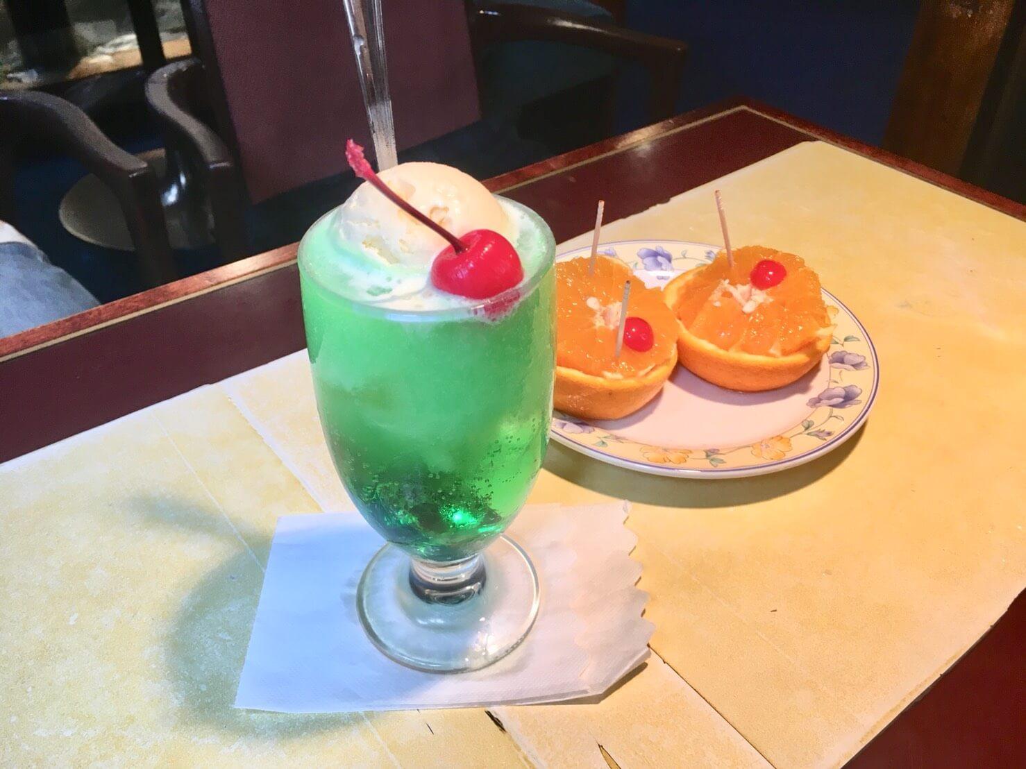 三軒茶屋は路地めぐりが楽しい!老舗喫茶店セブンで昔ながらのメロンクリームソーダを(クリームソーダ調査隊 Vol.3)