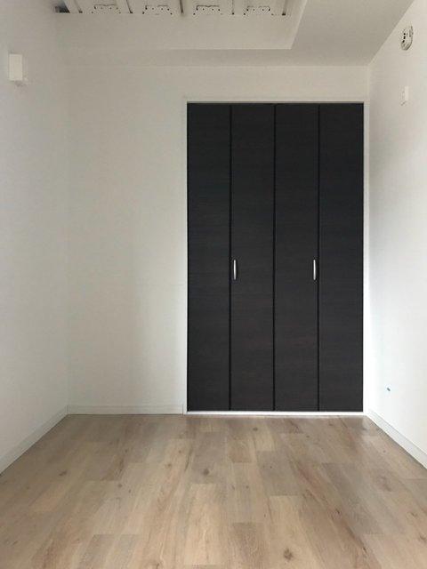 ひとつのお部屋ぐらいの広さがある納戸のスペースが便利!