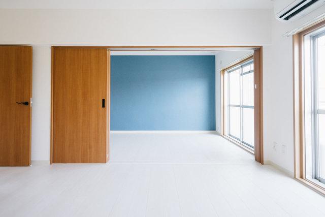 真ん中にあるハラッパを中心に、楽しい仕掛けがたくさんある団地の1室。室内はリノベーションされていて綺麗です。