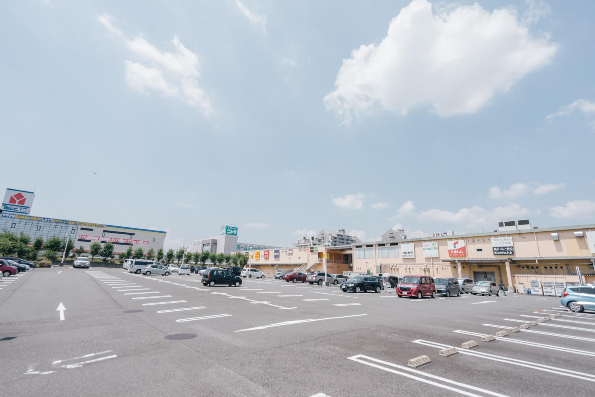 「ぐりーんうぉーく多摩」は、多摩地区の中でもかなり大型のショッピングモール。近所にこれだけ様々なものが揃っていれば便利ですね。