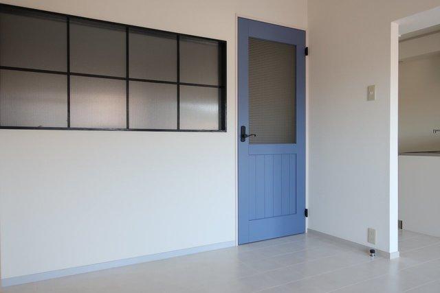ドアや室内窓も、洒落てます