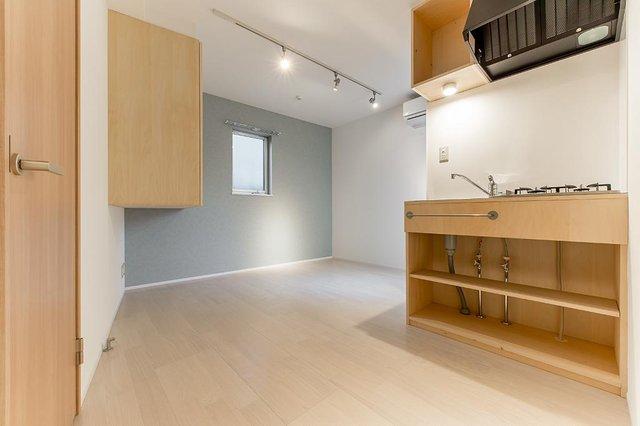 2016年築の築浅デザイナーズに空きがでました。ちょっと変わった形のお部屋ですが、考えられた空間設計なので快適に住めます。