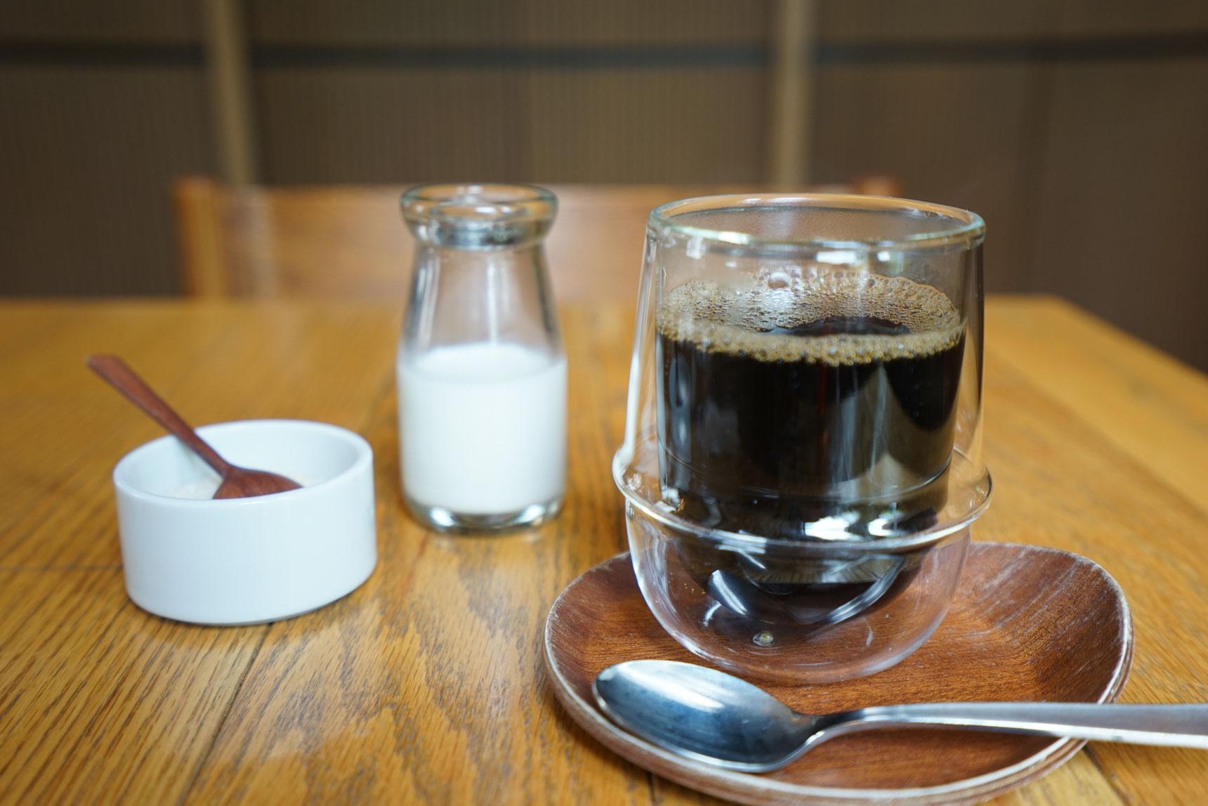 食後にはコーヒーを。細部まで、北欧的なセンスの良さが光りますね