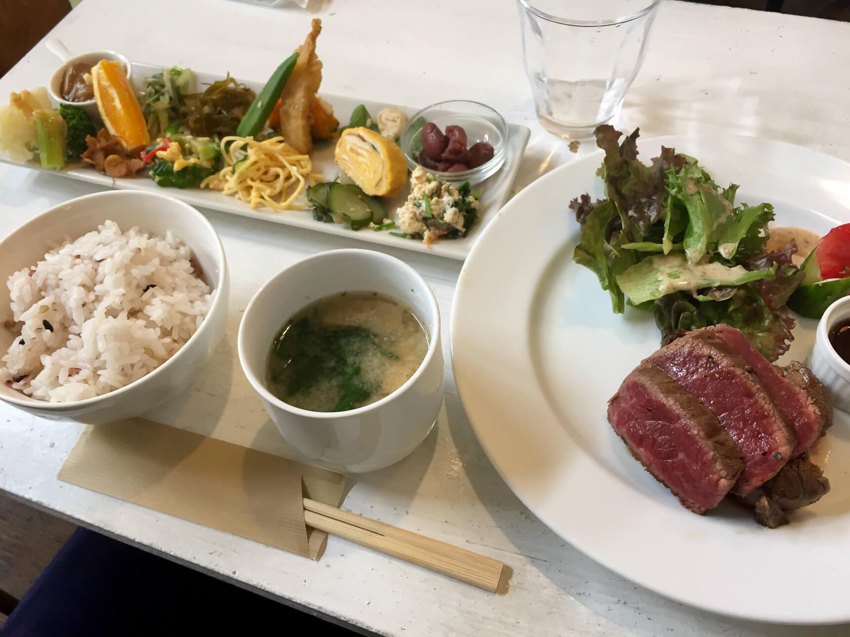 西鉄平尾、山荘小路「ふらごはん」の野菜たっぷりプレートが、ひとりごはんに嬉しい