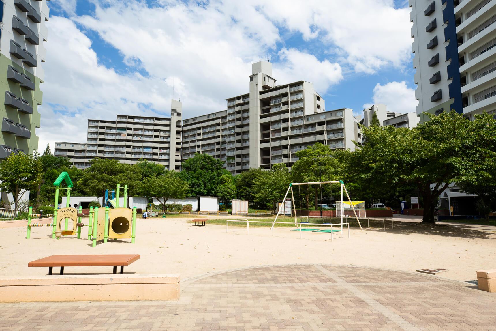 遊具を備えた公園も、敷地内に様々あります