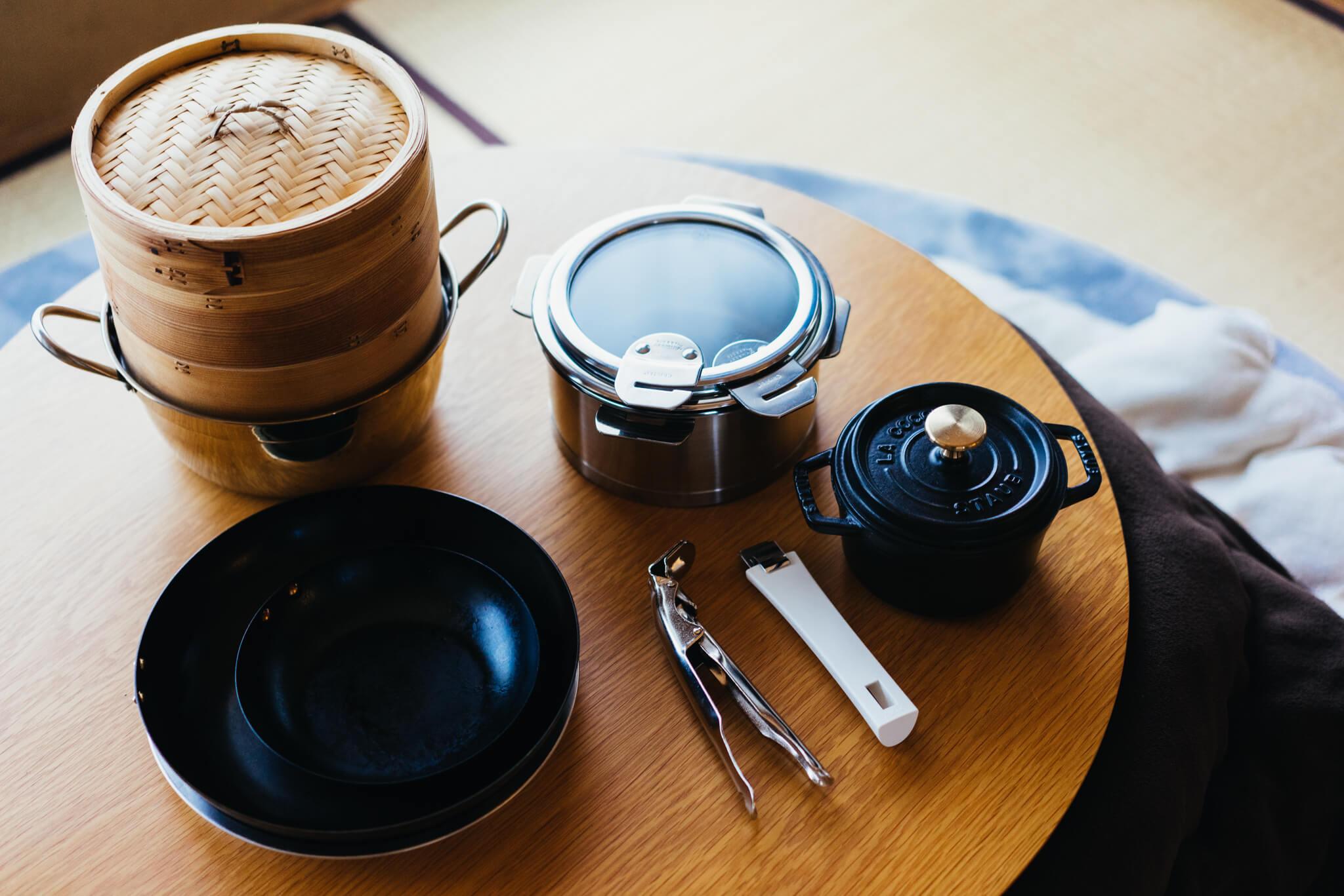 整理収納アドバイザー、小林由未子さんがお勧めする料理アイテム。鍋も、フライパンも、取っ手がとれるタイプで、収納はもちろん狭いシンクでも「洗うのが圧倒的に楽」なんだとか。(このお部屋はこちら)