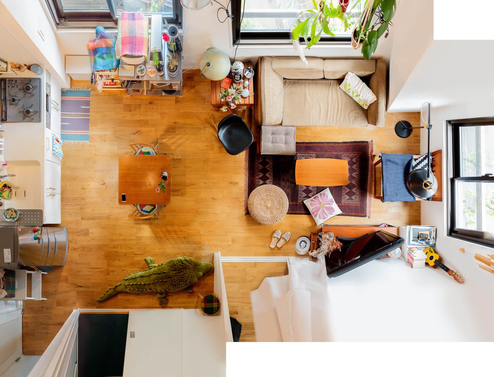 大きなソファでゆったりと。ヴィンテージシックなふたり暮らしの部屋
