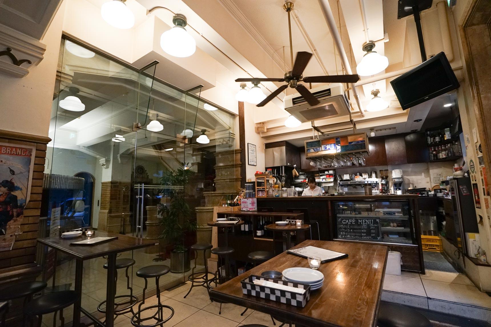 歴史的建築の中のイタリアンバール、il Bar CENTRAL BANCOで夕暮れのひと時を楽しむ(大阪近代建築カフェめぐり Vol.2)