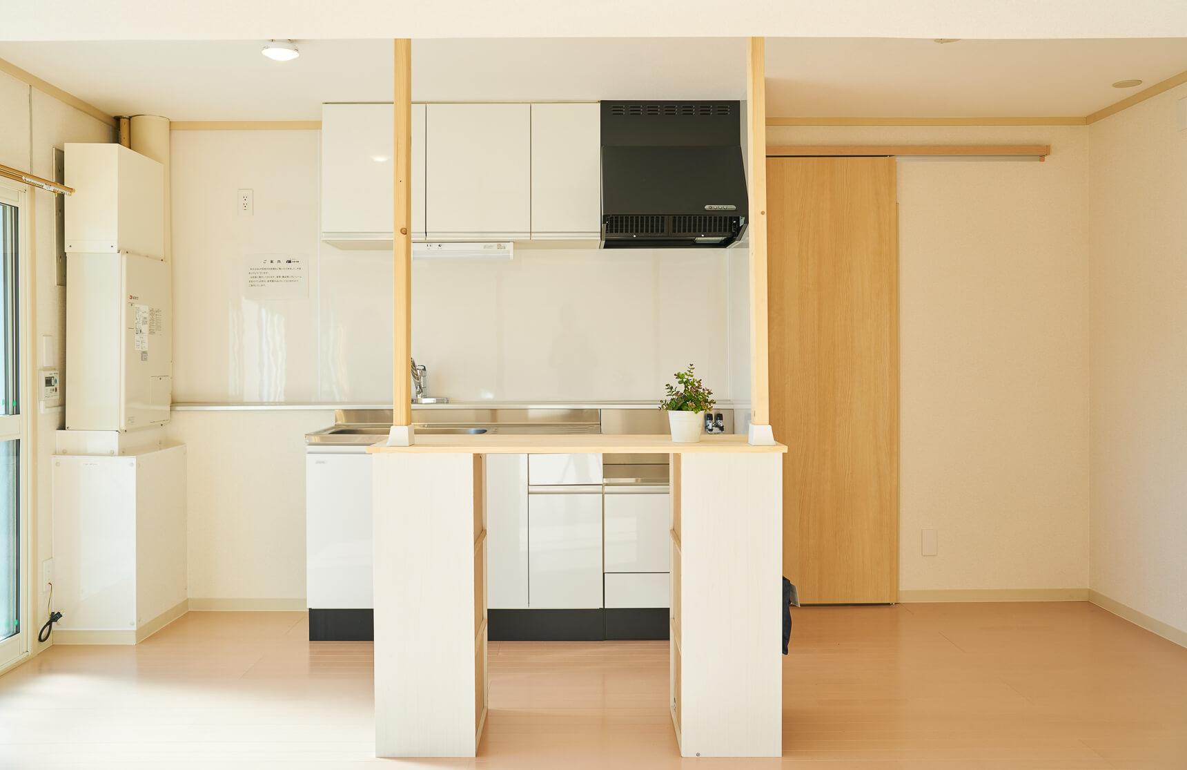 そしてこちらは、キッチンの前につけられた、キッチンカウンター(オプション品)