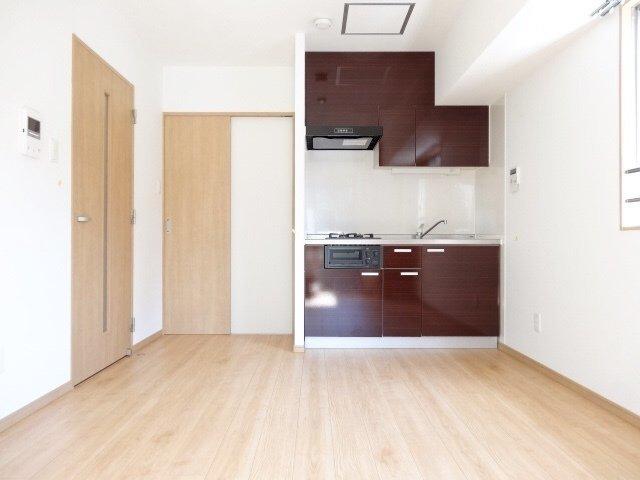 ガス2口で収納力も十分のキッチンや、独立洗面台など。ひとり暮らしでも設備にこだわりたい人にも満足。
