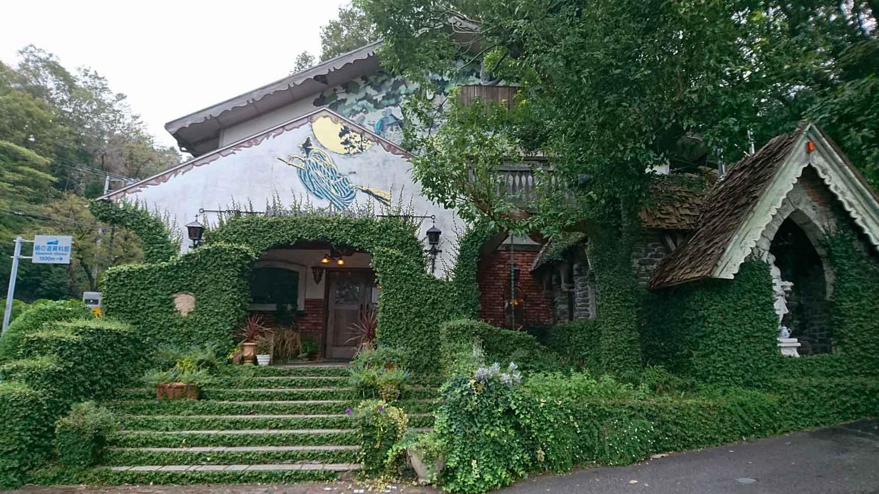 八王子の森に佇む中世貴族のお城のようなカフェ『パペルブルグ』