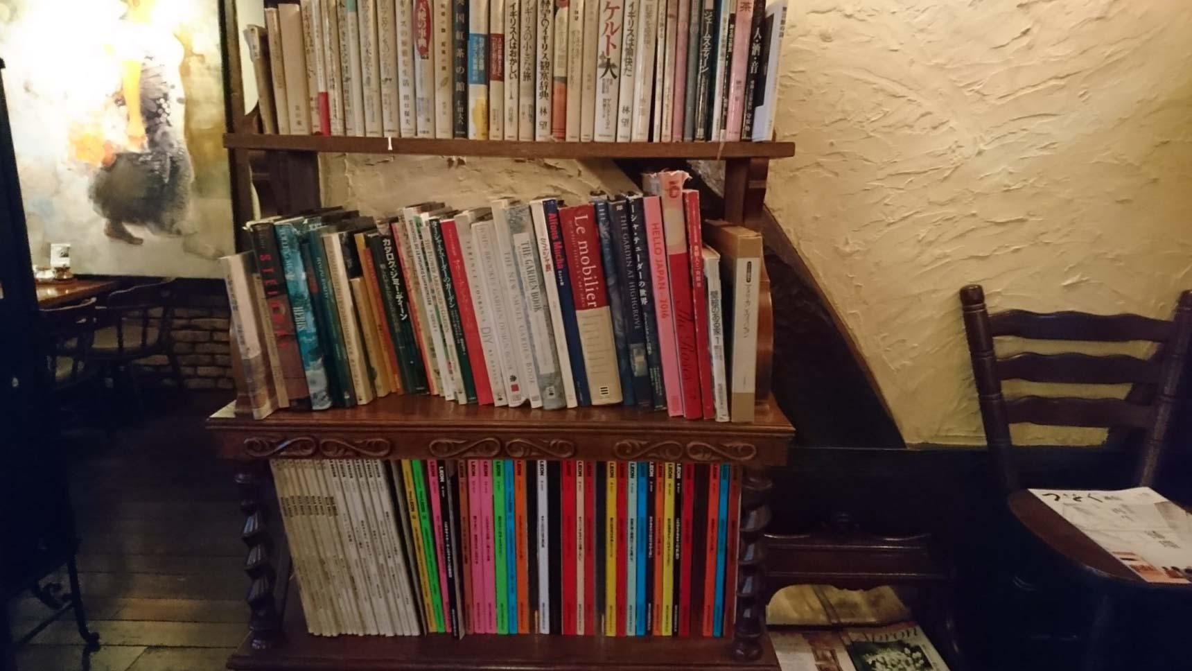 席で読める本や雑誌もあるほか、なんとWiFiも無料で使えます。空間を楽しみながら、ゆっくり長居してくださいね、というお店の心遣いが伝わってきます