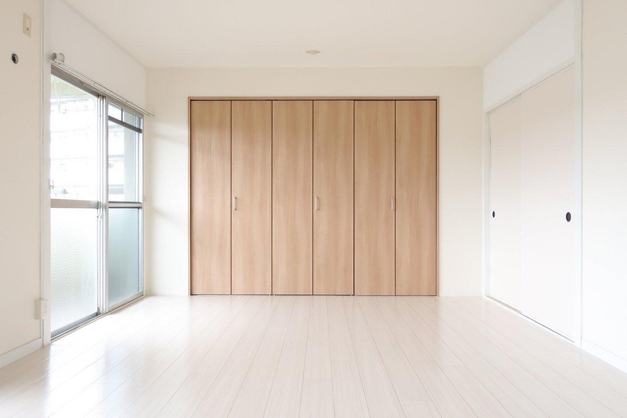 使えるところは残し、暮らしづらいところは変更して。お得に暮らせる団地リノベのお部屋です。大きくて日当たりの良いLDKが気持ち良い。