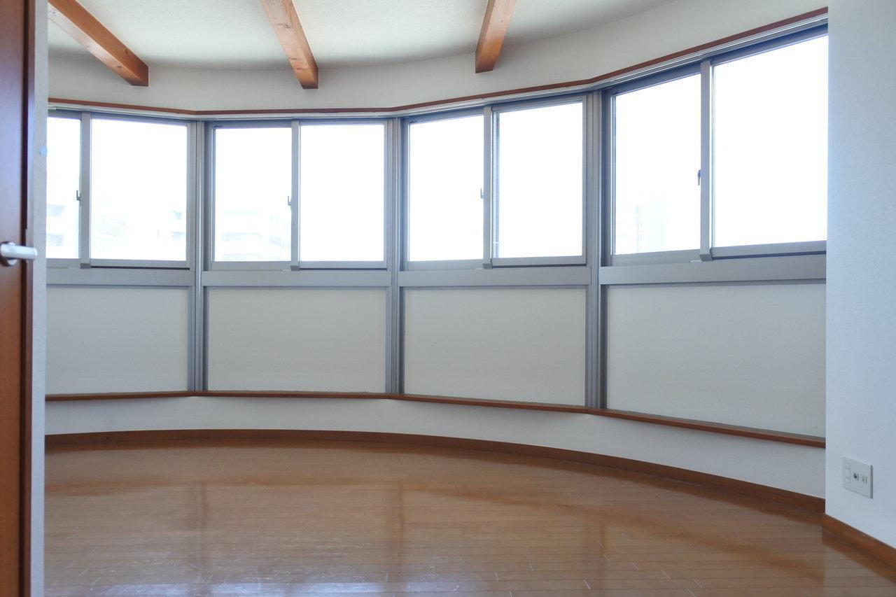 ちょっと変わったお部屋に住んでみたい方へ。この半円形のLDK、普通じゃなかなかないです。