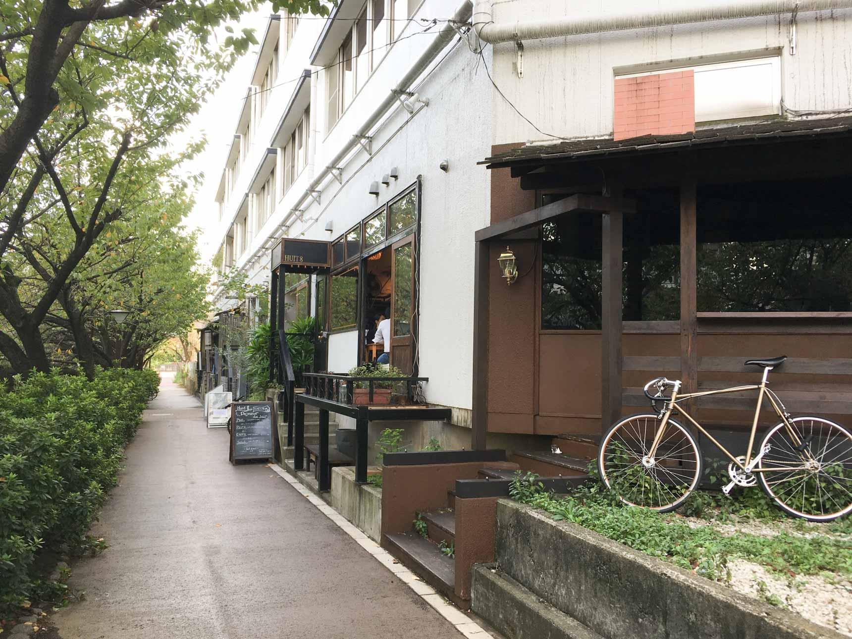 目黒川沿いの遊歩道を歩いていくと現れる、雰囲気たっぷりのカフェ