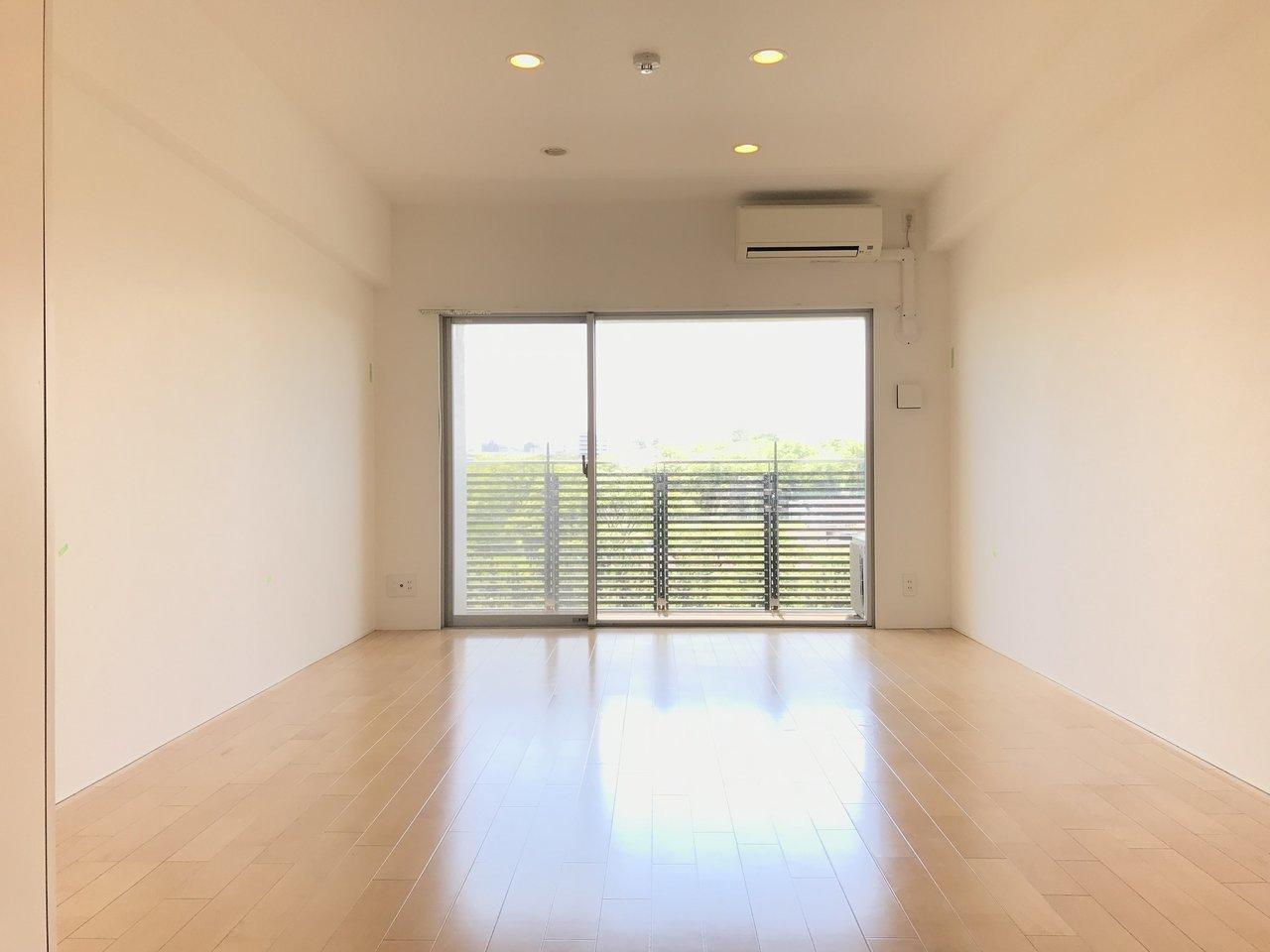 大濠公園・舞鶴公園のお濠を挟んですぐ向かい側にあるお部屋。12.8畳と広く使いやすそうな間取りもポイントです