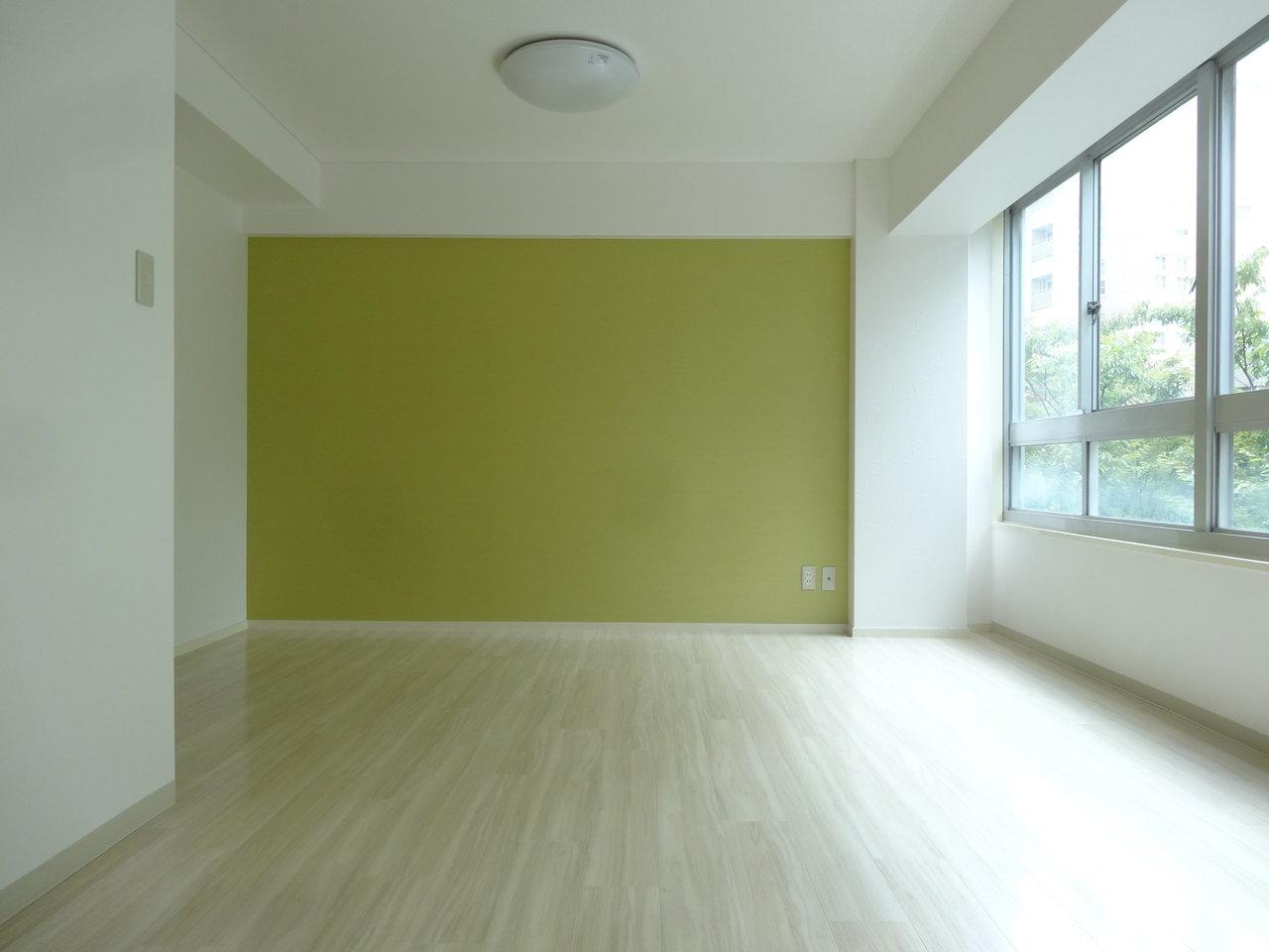 壁紙のライムグリーンも素敵です