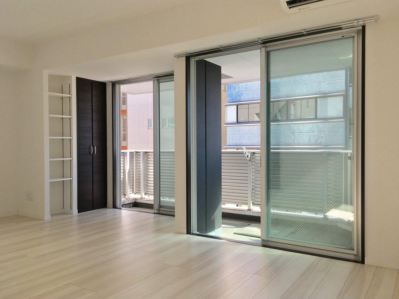 築浅のデザイナーズのお部屋。窓が大きい横長のリビングが嬉しいです