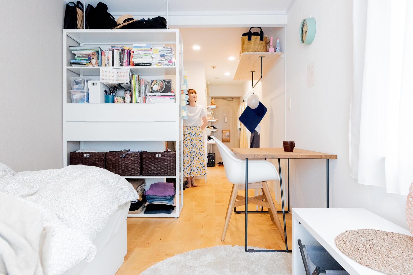 大谷さんのお部屋は、キッチンとの間に大きめのテーブルを設置。料理をする時にも大活躍。
