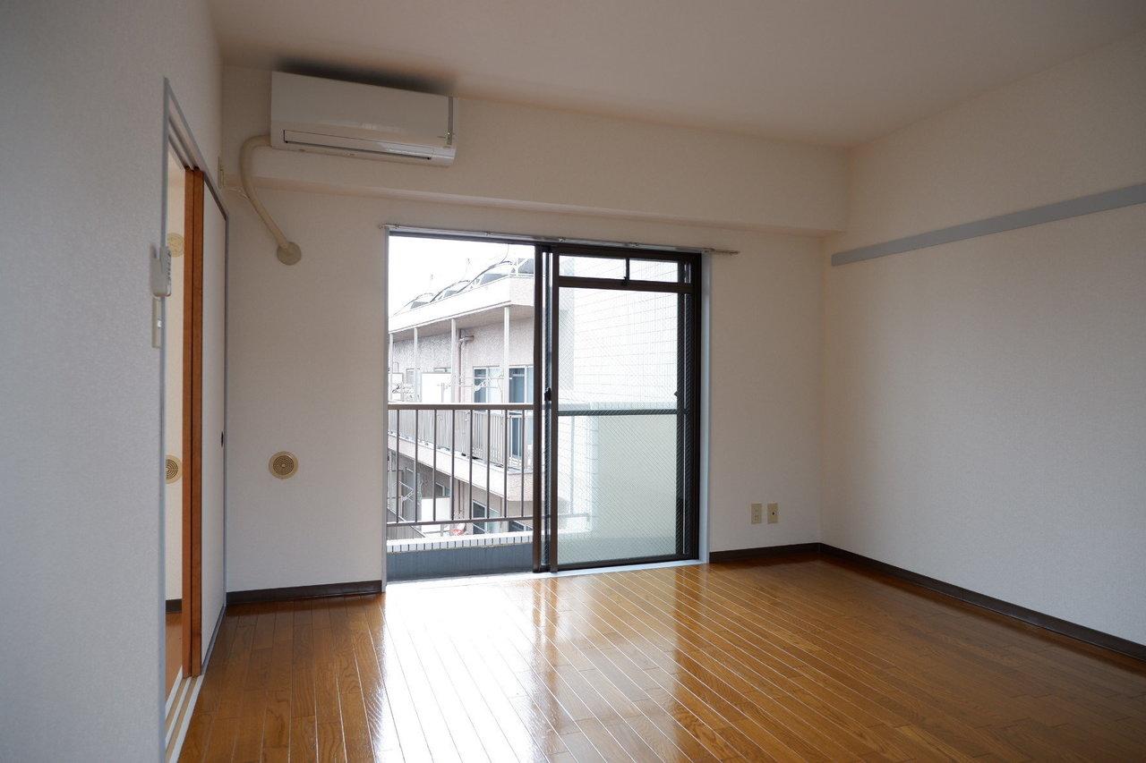 居室部分もこの広さが。しかも2面に窓があるんですよね。そして、人気の東横線沿線です。なかなかコスパ高めかと。